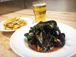 Moules & Frites @ The Charmant Hotel   La Crosse   Wisconsin   United States
