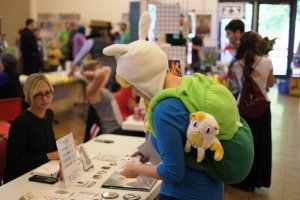 photo-lc3-a-local-cosplayer-checks-out-the-vendor-booths-at-lc3-1